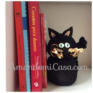 gato para sostener libros